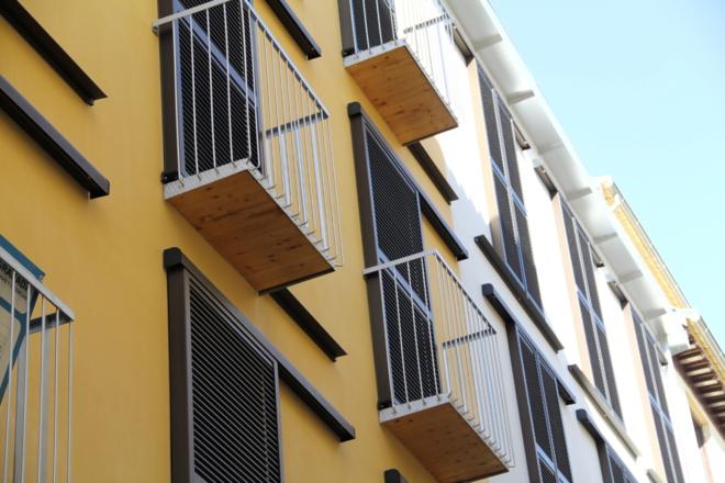 Fachada del edificio en calle Cuenca (Granada) / Bonsai Arquitectos